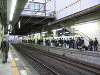 high school students waiting for their train to come in (:-P)